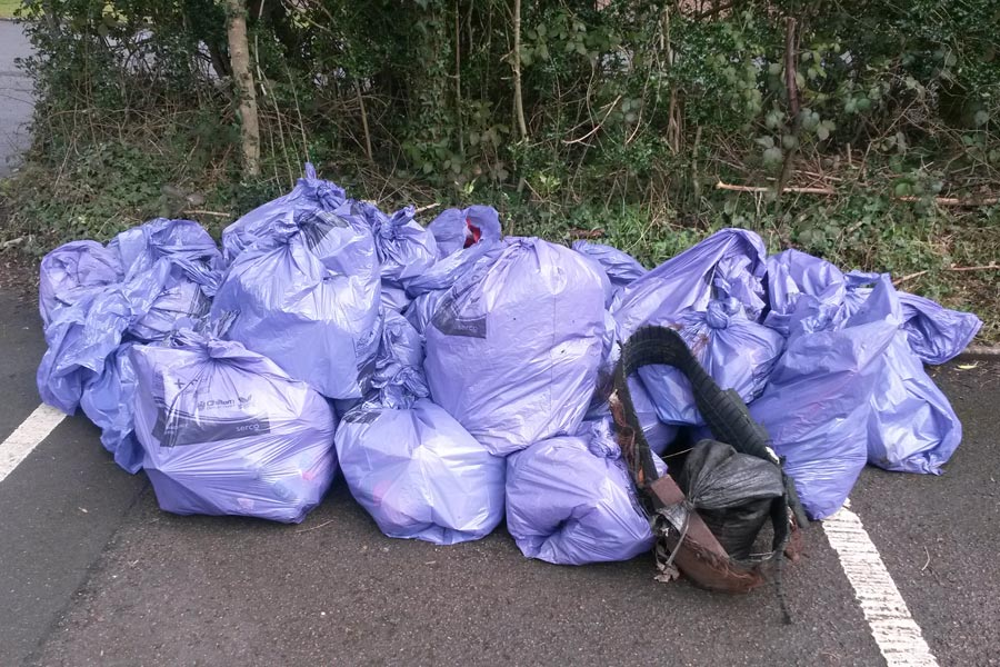 Rubbish collected Chesham Bois Common clean up 2016
