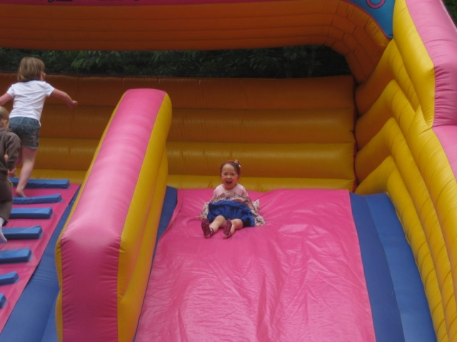 Chesham Bois fete bouncy slide