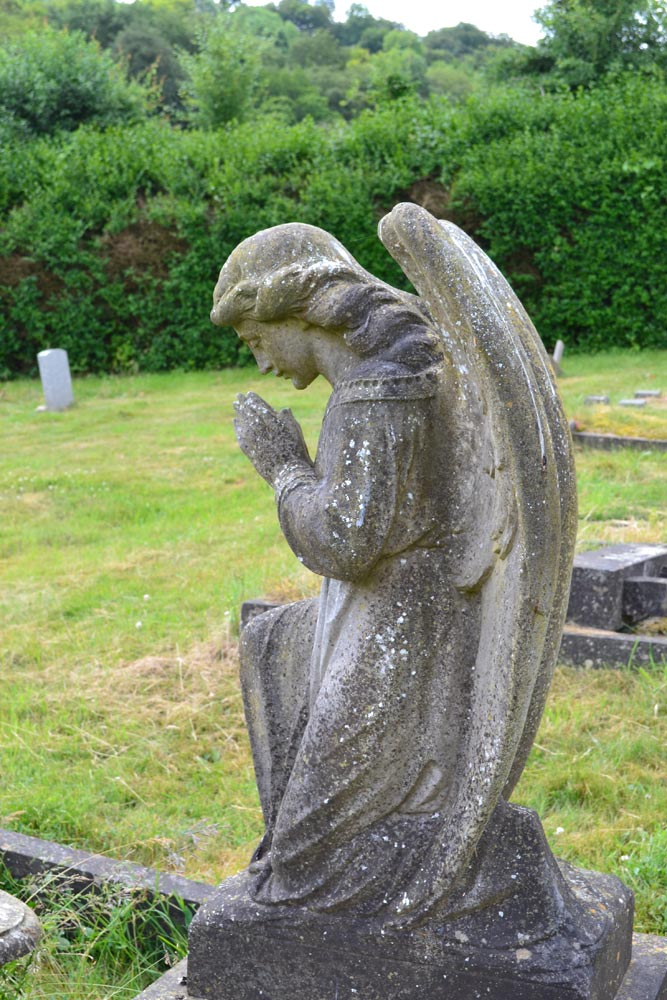 Chesham Bois Burial Ground - praying angel