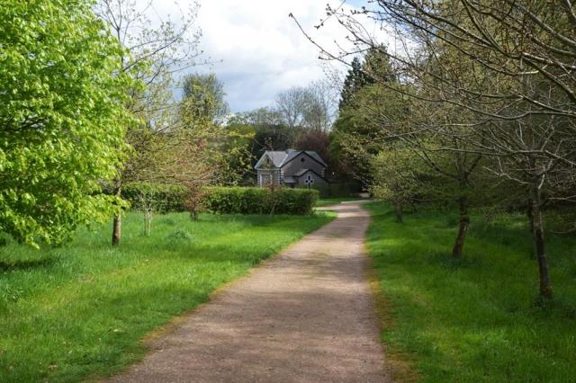 Chesham Bois Burial Ground - path to chapel