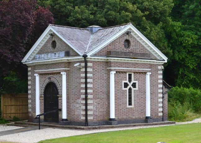 Photo of exterial of the chapel at chesham bois burial ground.